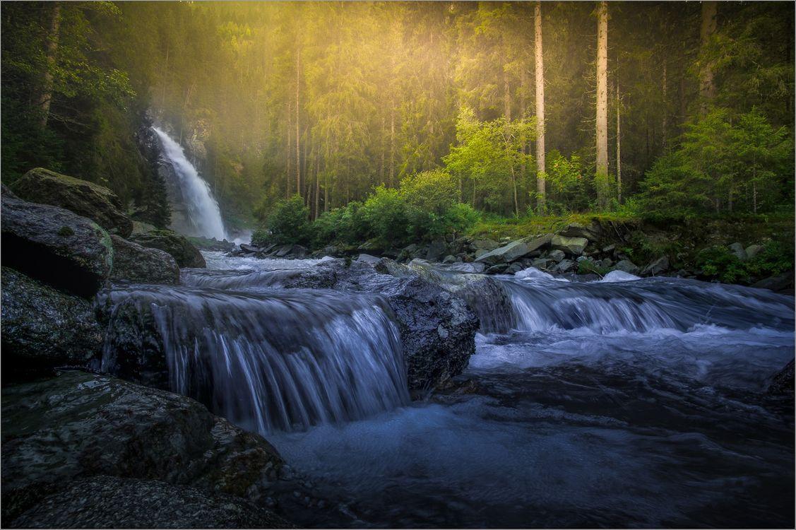 Фото бесплатно водопад, река, лес, скалы, туман, деревья, течение - на рабочий стол