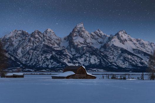 The snowy peaks of Grand Teton · free photo