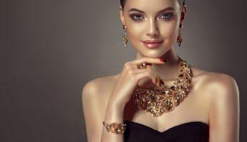 Фото бесплатно девушка, украшение, макияж, колье, кольцо