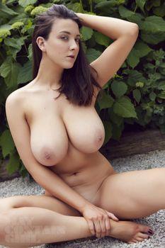 Фото бесплатно грудь, брюнетка, богиня