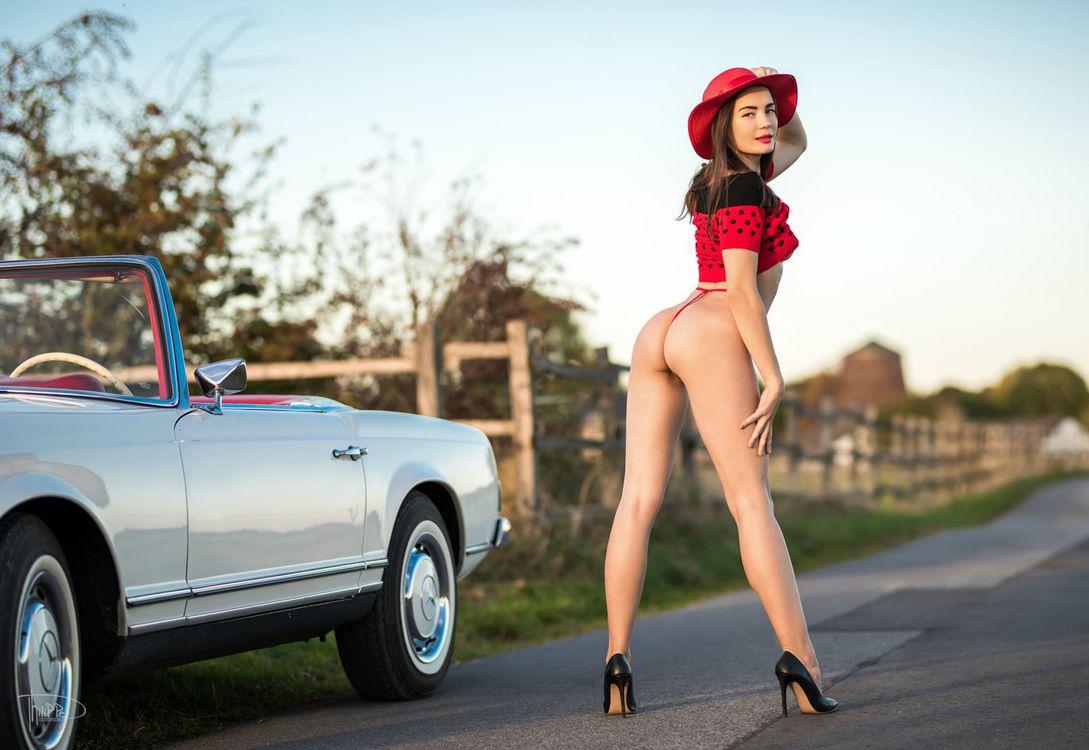 Фото бесплатно высокие каблуки, сексуальный зад, Mercedes - на рабочий стол