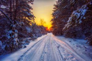Бесплатные фото снежная дорога,лес,зима,дорога,закат,снег,деревья