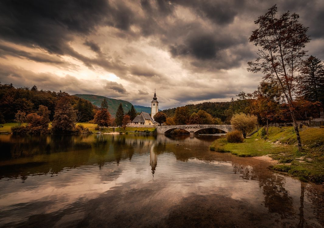 Фото бесплатно Бохинь, озеро, Словения церковь, осень, закат солнца, река, мост, небо, облака, пейзаж, пейзажи