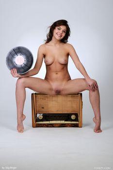 Бесплатные фото Monika,Kaitlin,Lindsey T,Monika Dee,красотка,голая,голая девушка,обнаженная девушка,позы,поза,сексуальная девушка,эротика