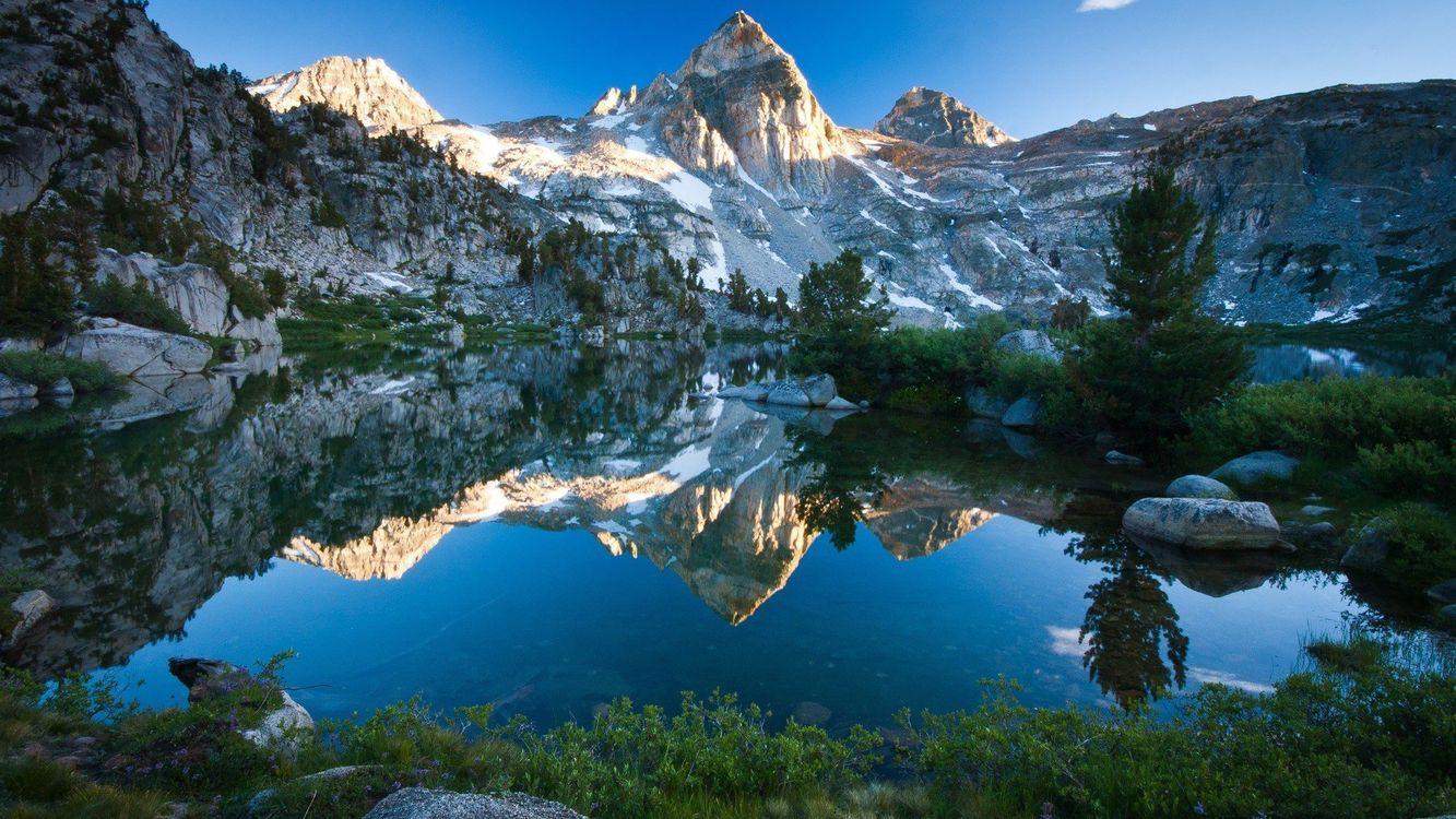 Отражение горы в озере · бесплатное фото