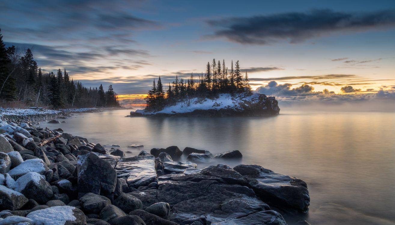 Фото бесплатно Миннесота, озеро, закат, зима, небо, облака, камни, берег, остров, пейзаж, пейзажи