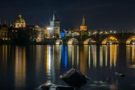 Бесплатные фото Прага,Чехия,Prague,Czech Republic Карлов мост,Река Влтава,город,дома,мосты,иллюминация,ночь,ночные города