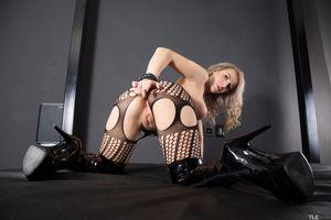 Бесплатные фото Sandy E,красотка,голая,голая девушка,обнаженная девушка,позы,поза
