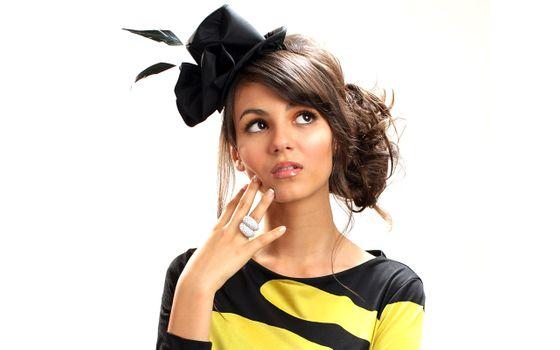 Заставки Виктория Джастис, брюнетка, шляпа