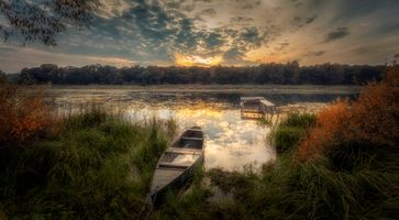 Бесплатные фото заводь,закат,река,камыш,сентябрь,лодка,лес