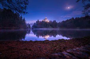 Бесплатные фото Trakoscan Castle,Croatia,Замок Тракоскан,Хорватия,ночь,луна,озеро