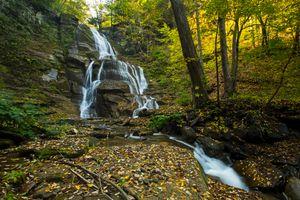 Заставки осень,водопад,лес,скалы,деревья,водоём,природа