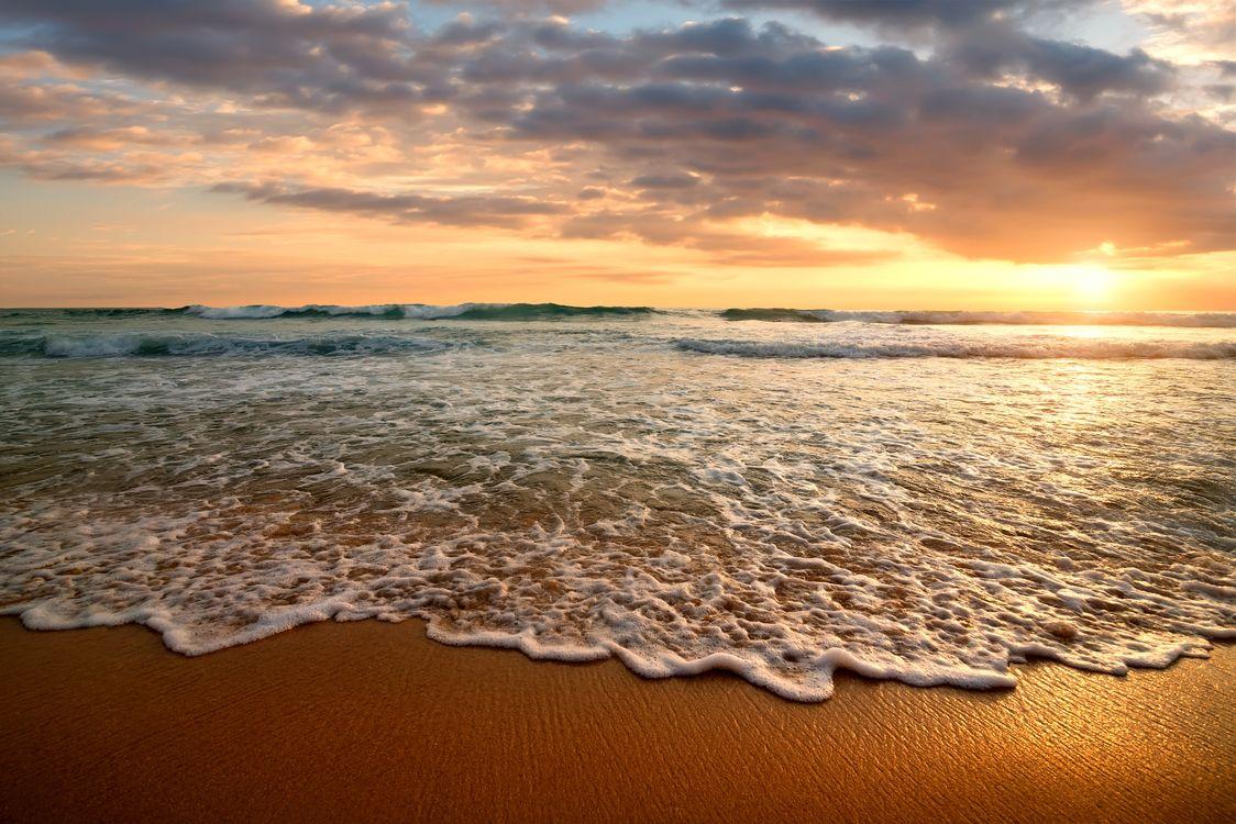 Вечернее солнце и морской прибой · бесплатное фото