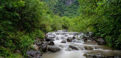 Бесплатные фото река,водопад,камни,течение,деревья,пейзаж