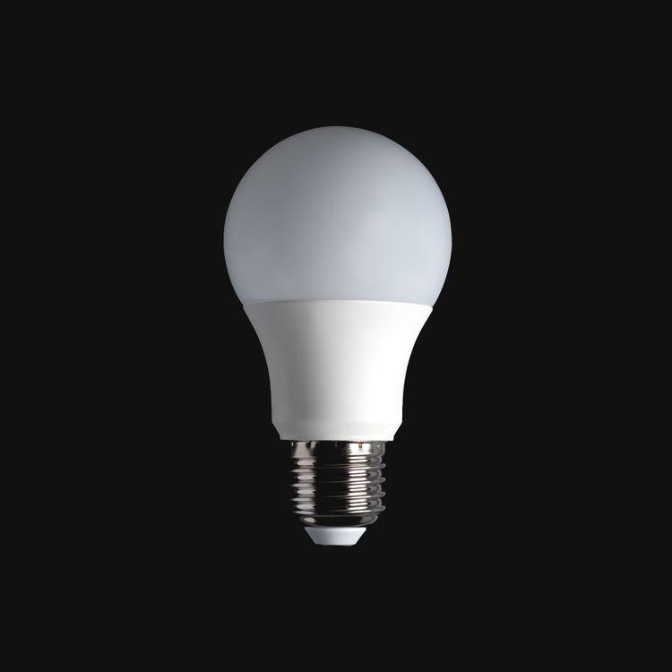 Фото бесплатно технология, черный цвет, темный, обои, белый, лампа, лампочка, светодиодная лампа, идея, минимализм