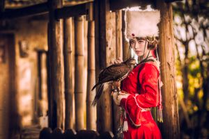 девушка и птица