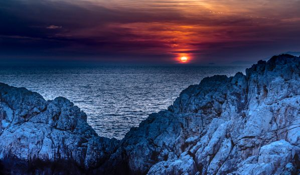 Заставки Sunset Phare by Punta Carena, Капри, Италия, закат, море, сумерки, скалы, небо, пейзаж