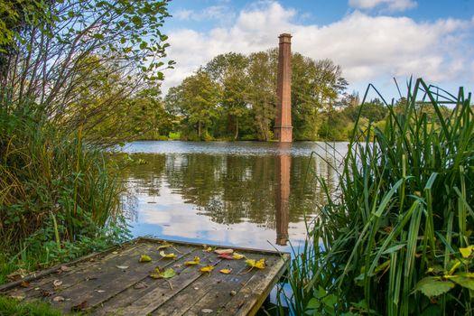 Бесплатные фото Парк Спрингфилд,Вустершир,Англия,Соединенное Королевство,осень,озеро,водоём,причал,мостик,башня,деревья,пейзаж