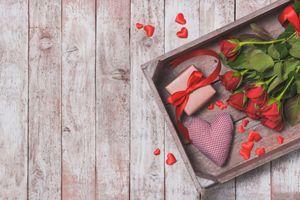 Фото бесплатно деревянный пол, розы, букет