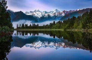 Отражение гор в зеркале озера · бесплатное фото