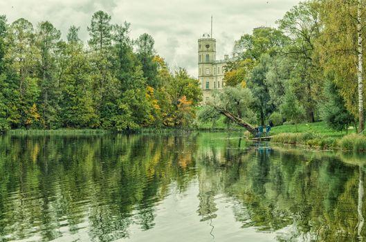 Вид на Серебряное озеро и Большой дворец