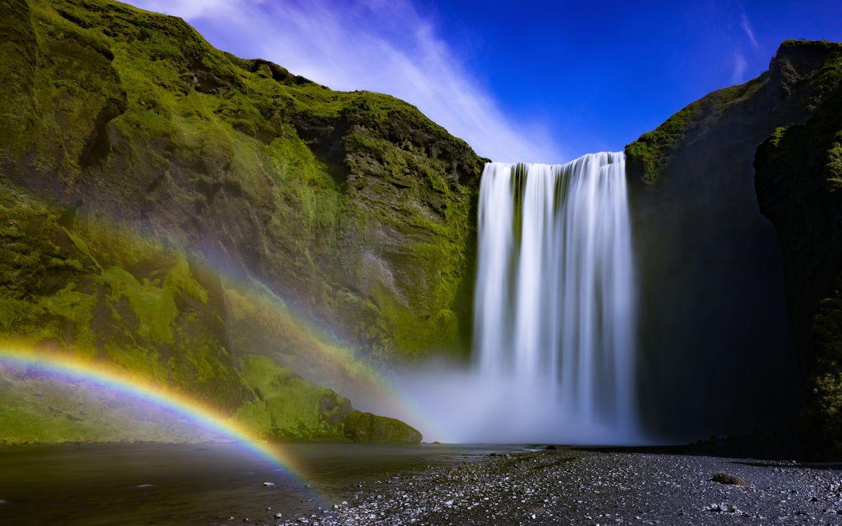 Красивый водопад в Исландии с радугой · бесплатное фото