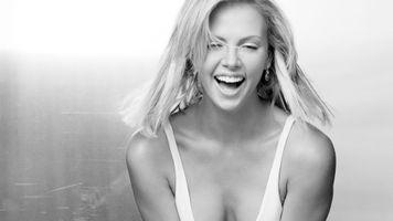 Бесплатные фото Шарлиз Терон,женщины,открытый рот,улыбка,зубы,простой фон,модель