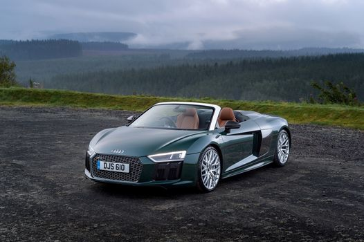 Audi R8 Spyder V10 Plu · free photo