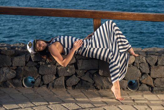 Фото бесплатно Мина, брюнетка, платье, море, пляж, на открытом воздухе