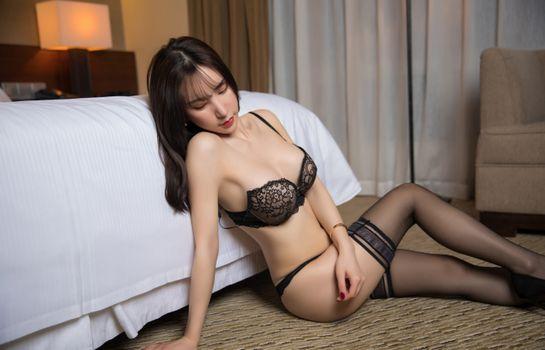 Фото бесплатно сексуальная, идеальное тело, брюнетка