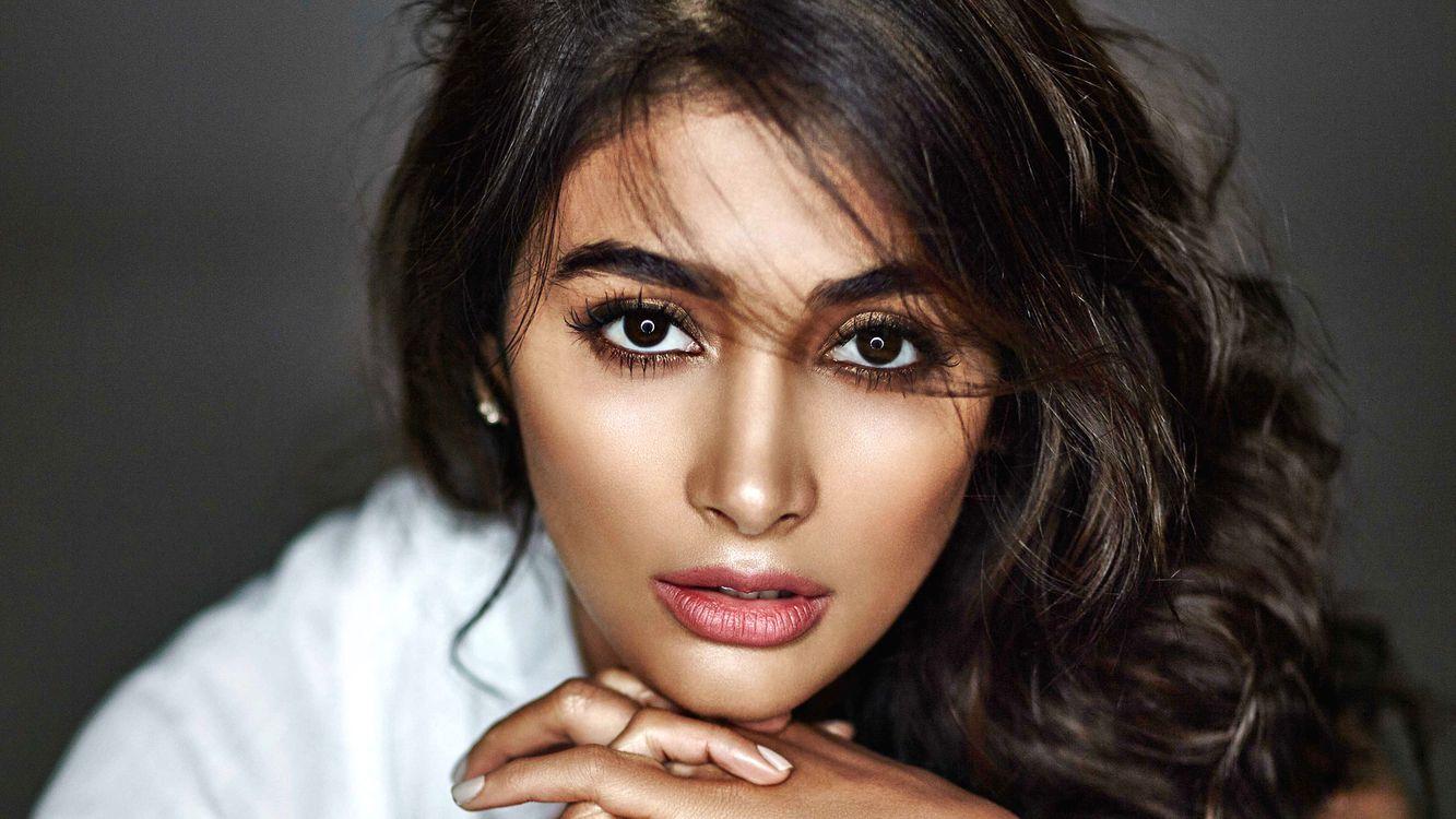 Фото бесплатно Pooja Hegde, модель, актриса, брюнетка, черные глаза, чувственные губы, Индии, лицо, 4К, девушки