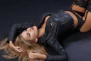 Бесплатные фото Trinity Telues,красотка,позы,поза,сексуальная девушка,Solo,Posing