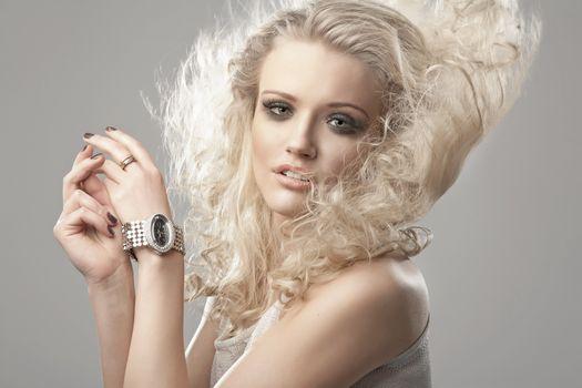 Бесплатные фото взгляд,макияж,прическа,девушка,модель,бледная