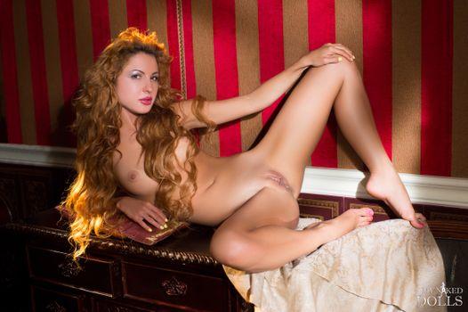 Бесплатные фото Nancy,красотка,голая,голая девушка,обнаженная девушка,позы,поза,сексуальная девушка,эротика,Nude,Solo,Posing
