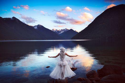 Фото бесплатно озеро, девушка, блондинка