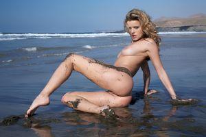Фото бесплатно Nikky Case, красотка, голая, голая девушка, обнаженная девушка, позы, поза, сексуальная девушка, эротика, Nude, Solo, Posing, Erotic