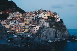Бесплатные фото туризм,Италия,закат,скалы,здание,Manarola