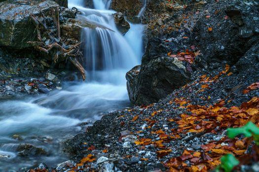 Заставки водопад, ручей, осень