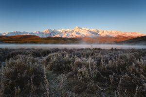 Туманное морозное утро на озере Джангысколь