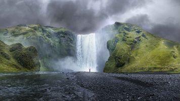 Бесплатные фото Исландия,водопад,облака,человек,брызги,вода,небо