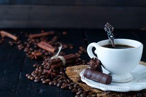 Кофе с корицей · бесплатное фото