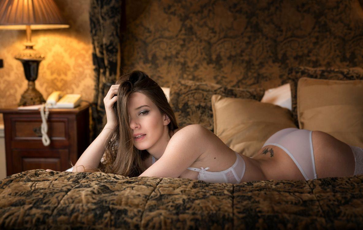 Фото бесплатно Чика, девушка, секси, белье, попка, но, кровать - на рабочий стол