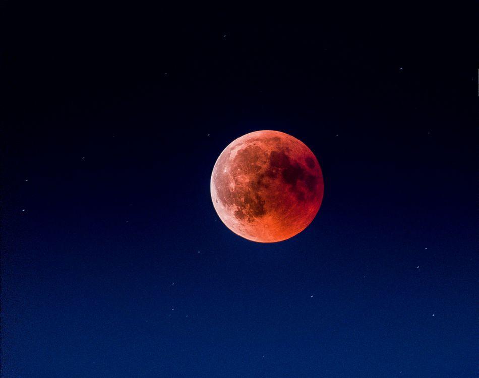 Фото бесплатно Красная Луна, чистое небо, после затмения - на рабочий стол
