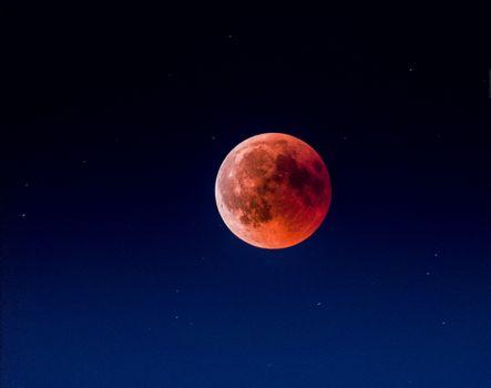 Фото бесплатно Красная Луна, чистое небо, после затмения