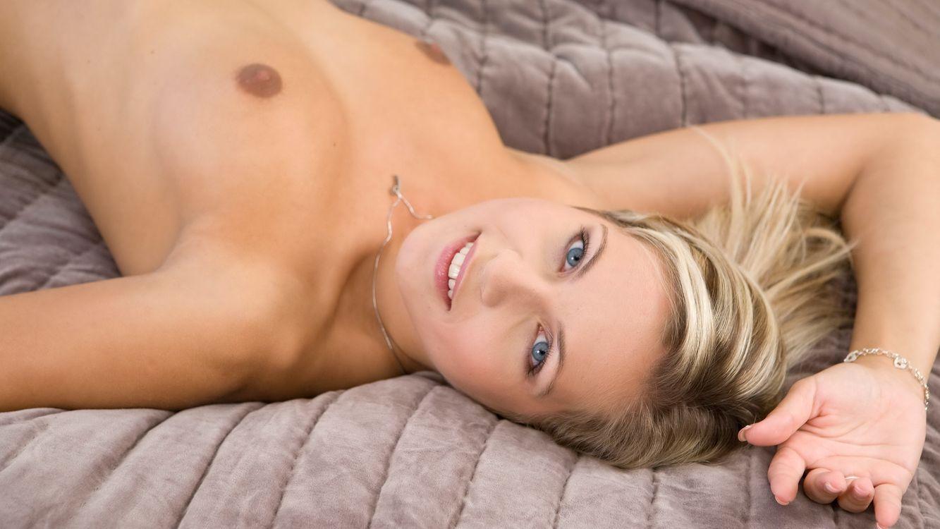 Обои Дженни, Дженни Грегг, Жанна п, сиськи, загорелая, блондинка, постель картинки на телефон