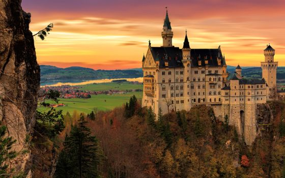 Magnificent Neuschwanstein · free photo