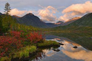 Озеро и горы вдали · бесплатное фото