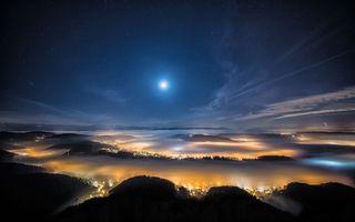 Фото бесплатно город, туман, холмы