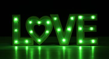 Бесплатные фото love,любовь,вывеска,надпись,слово,буквы,неон