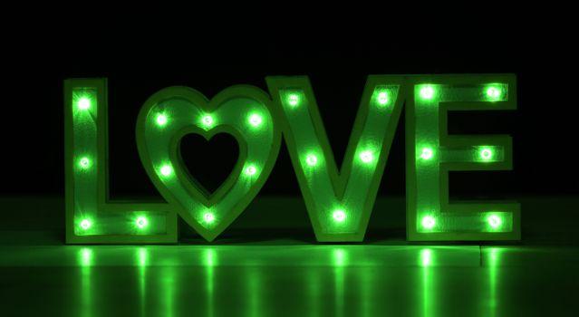 Бесплатные фото love,любовь,вывеска,надпись,слово,буквы,неон,неоновые огни,иллюминация,зелёный